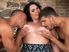 Sarah Jane Gets Cheerful With 2 Studs